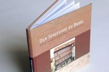 <strong>Concept et mise en page du 6e livre de l'auteur Jan Peters «Der Spiesshof zu Basel», 108 pages, hardcover</strong><br />Client: Jan Peters